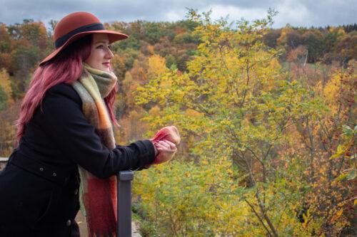 Hut, Schal und Handschuhe - elegant im Herbst