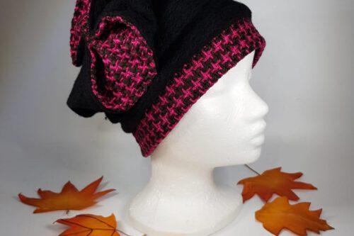 Mütze mit Schleife schwarz-pink-karriert
