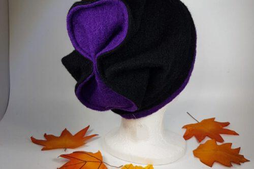 Mütze mit Schleife schwarz-lila