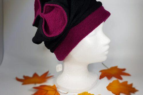 Mütze mit Schleife schwarz-beere