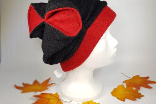 Mütze mit Schleife schwarz-rot