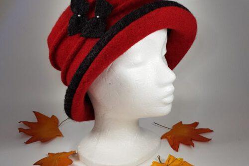 Hut mit Krempe rot-schwarz