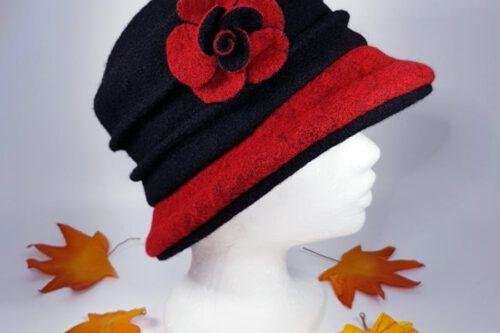 Hut mit Krempe schwarz-rot